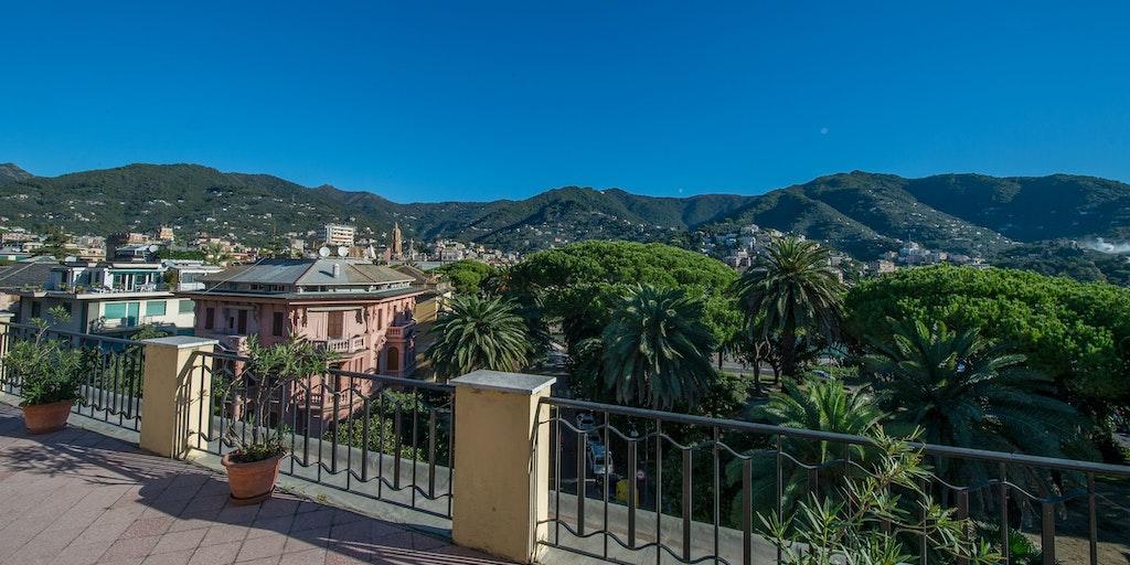 Tagterrasse med panoramisk udsigt over Tigullio-bugten