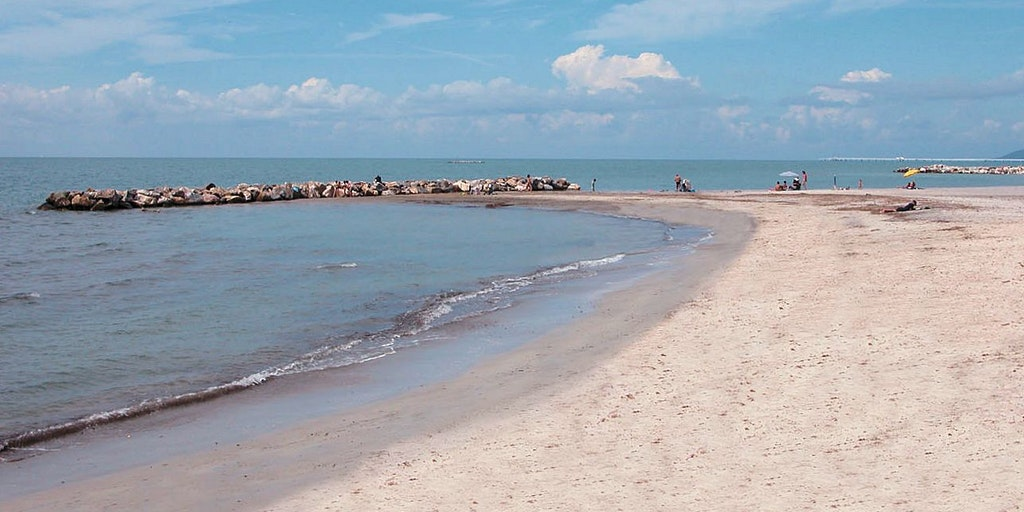 Vada is renowned for its sandy beaches, where several of them are public and free
