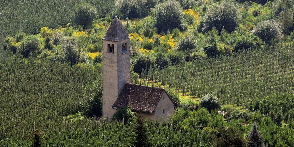 Den lilla kyrkan i San Procolo a Naturno