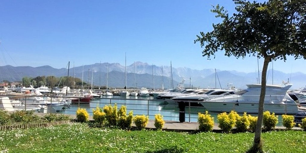 Lystbådehavnen i Bocca di Magra
