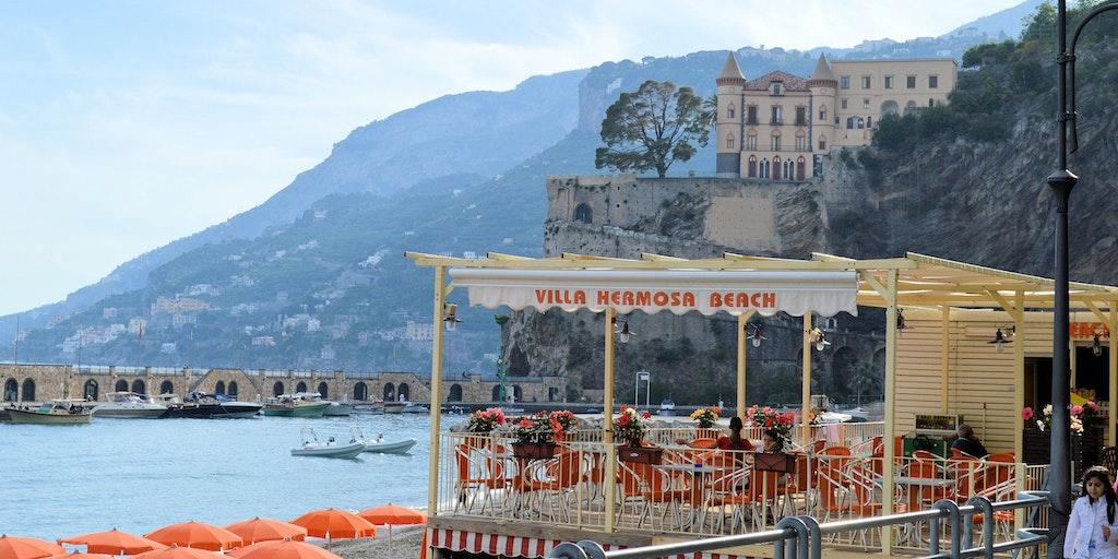 En drink ute ved havet i Maiori
