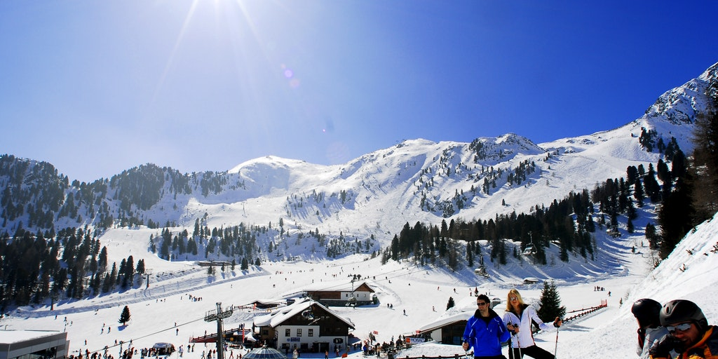 """Skiløb er en naturlig aktiv ferie i Italien for mange - italienerne siger, at Dolomitterne er """"solsiden af Alperne""""."""