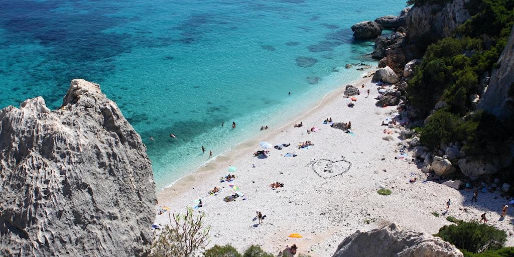 Stranden Fuili ved Cala Gonone på Sardinia