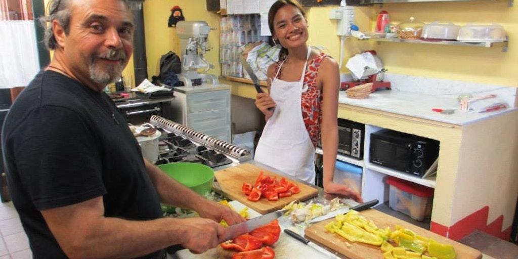 Les cuisiniers à l'oeuvre à La Torraccia di Chiusi