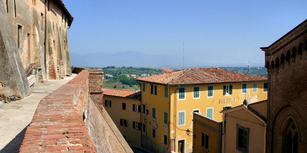 Die Festungsstadt Lari inmitten der Toskana
