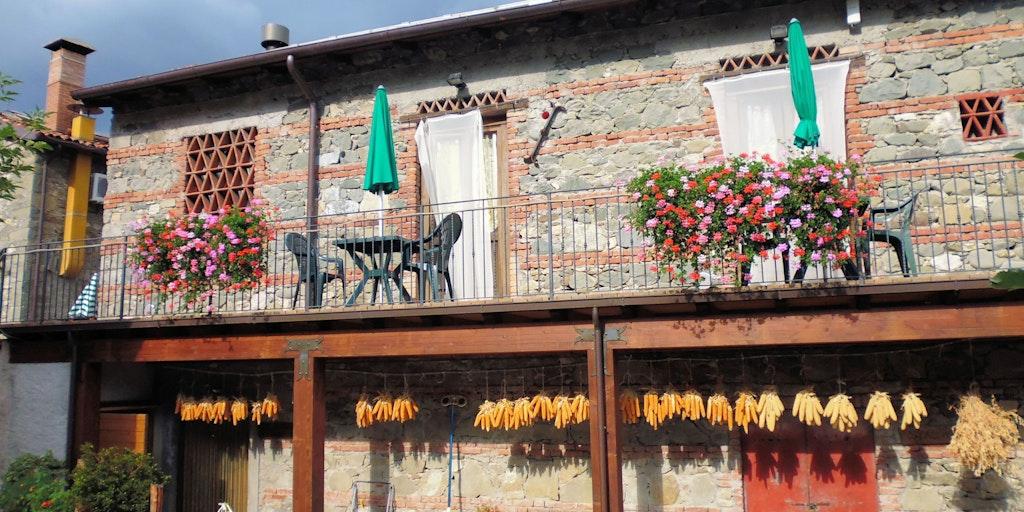 Terrassen foran lejlighederne Scoiattolo, Gufo og Cinghiale