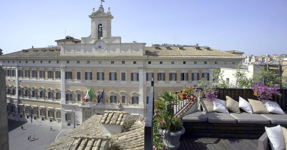 Storbyferie i roma colonna palace hotel lazio italia for Piazza montecitorio 12