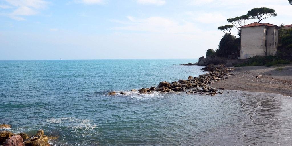 La plage près de l'hôtel