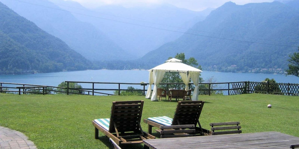 Enjoy the proximity to beautiful nature when you stay at a Bed & Breakfast in Italy. Bed and Breakfast Ai Casai in Ledro in South Tyrol.