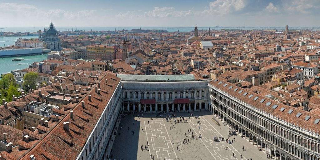 Markusplatsen är en av de största sevärdheterna i Venedig