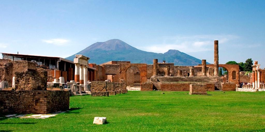 Ruinene ved Pompeii med Vesuv i horisonten