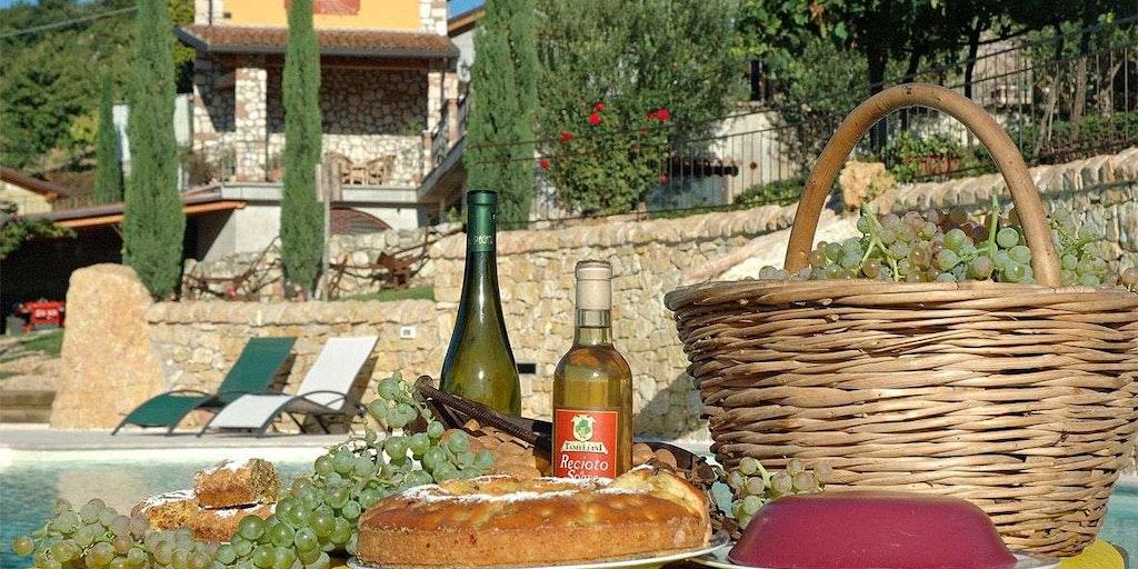 Erleben Sie einen wunderbaren Urlaub auf einem Weinberg im Agriturismo in der Region Venetien. Siehe hier Corte Tamellini in Soave