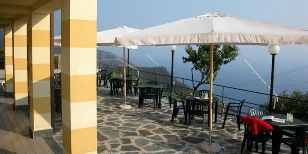Skøn terrasse med havudsigt