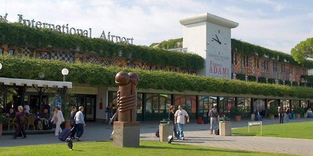 Pisa lufthavn i Toscana kaldes også den grønne lufthavn