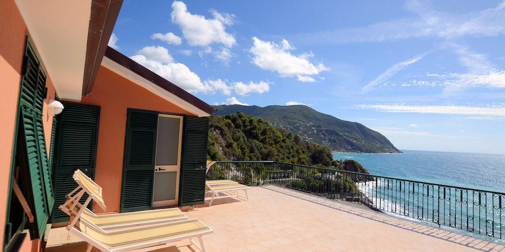 Die beiden Classic Plus Zimmer mit gemeinsamer Terrasse und Meerblick