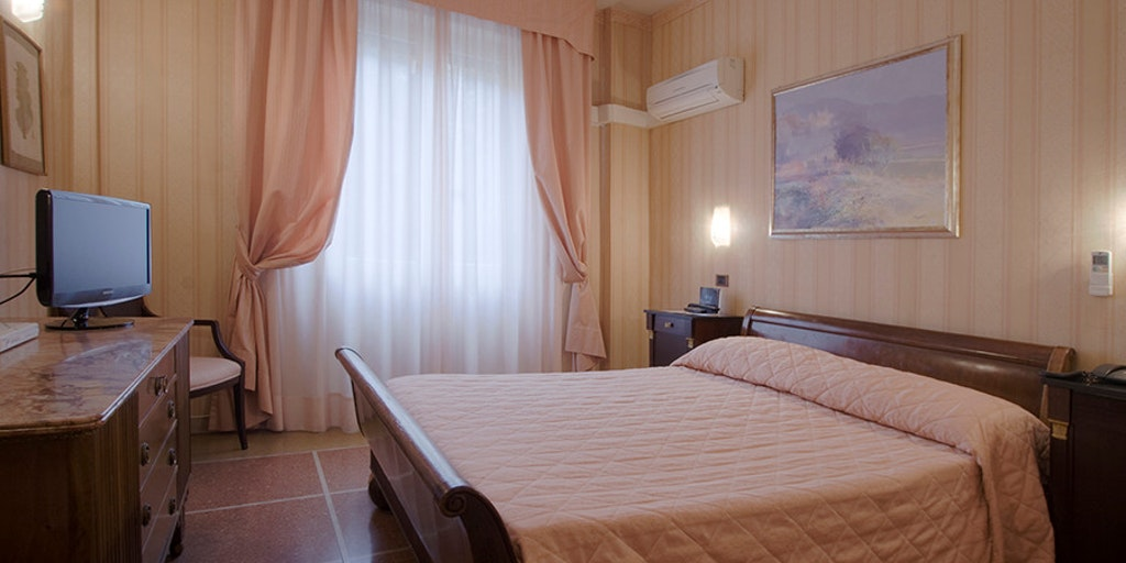 hotel la pace hotel in pisa. Black Bedroom Furniture Sets. Home Design Ideas