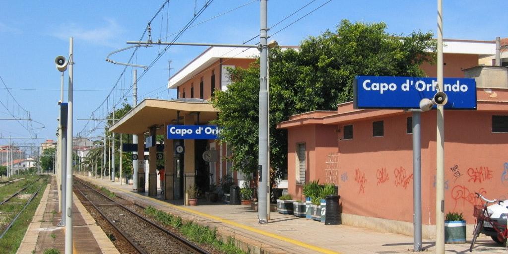 Den lilla tågstationen i staden