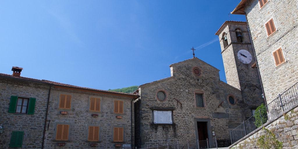 La place centrale d'Ortignano Raggiolo