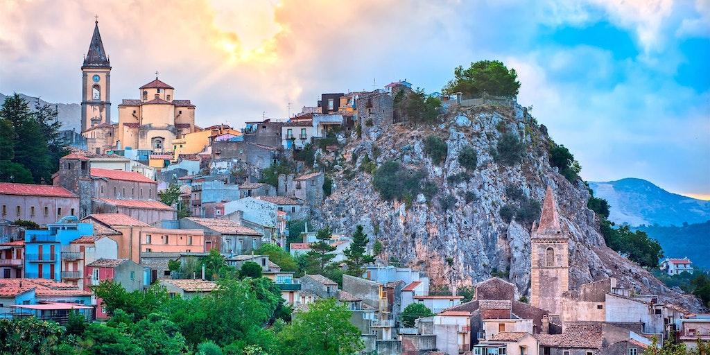 Bjerglandsbyen Novara di Sicilia