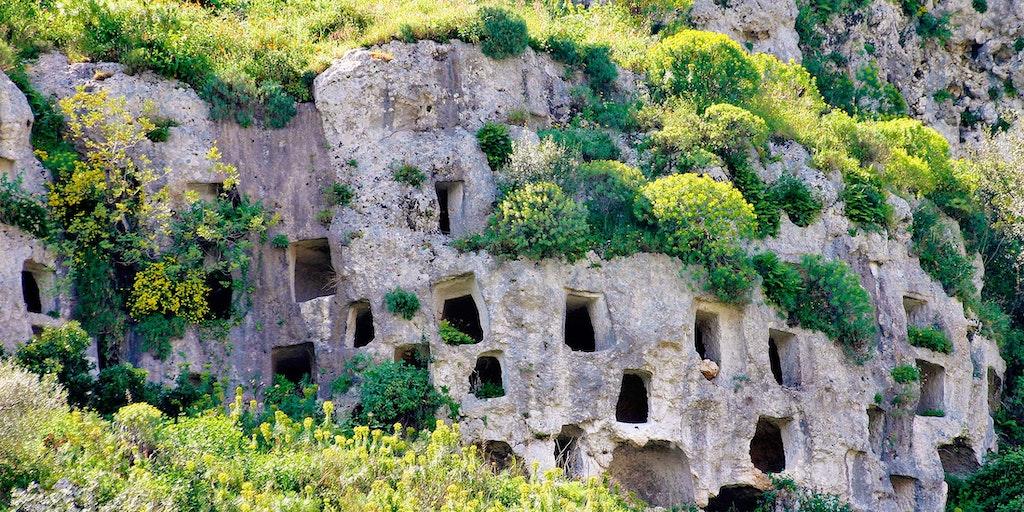Förhistoriska grottor i Pantalica, som är på UNESCOs världsarvslista