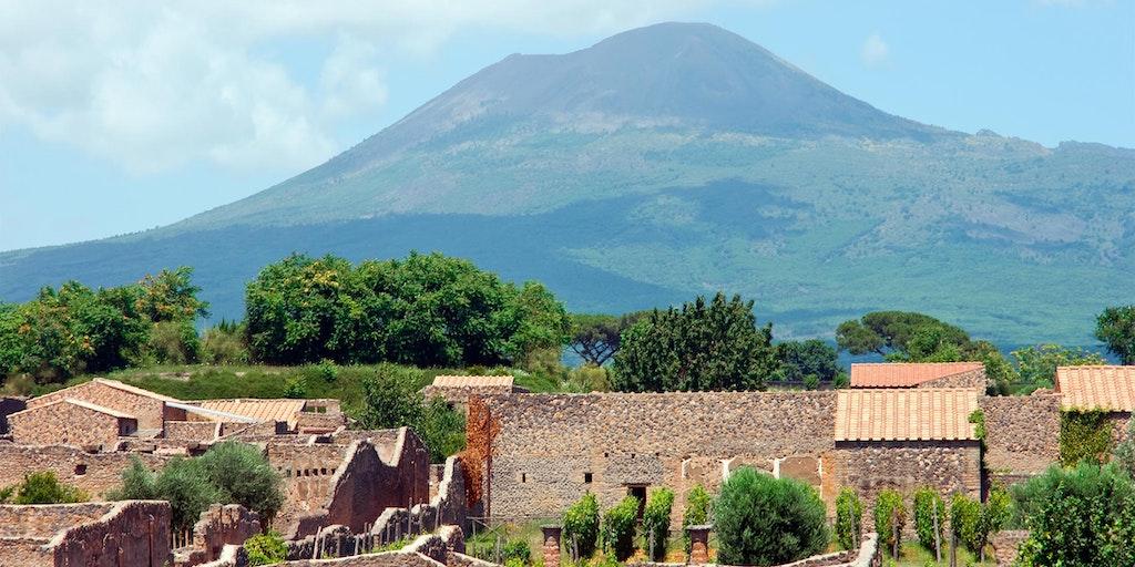 Pompeii med vulkanen Vesuv i bakgrunnen