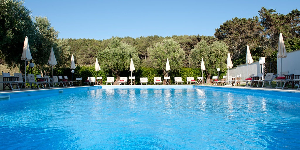 <p>Nyd den store pool på Masseria Bandino</p>