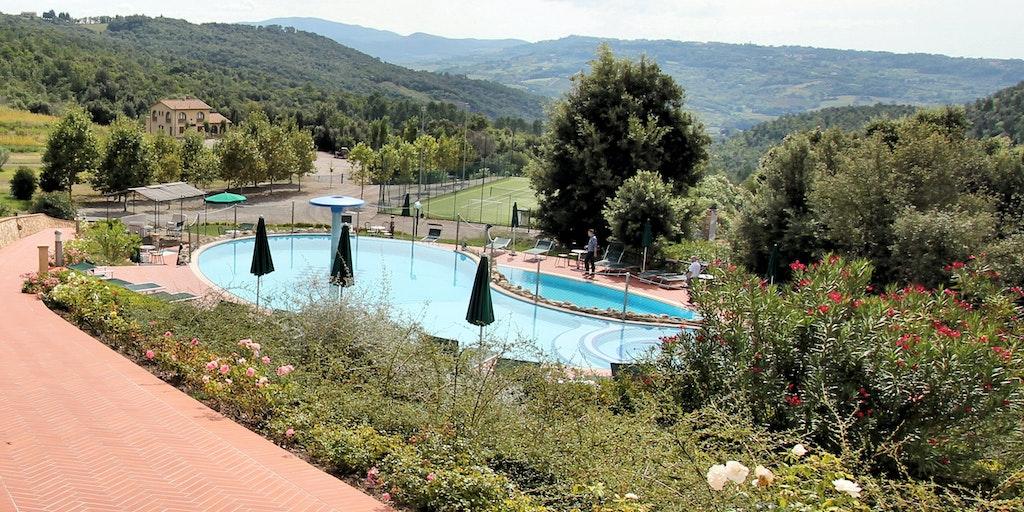 La Casina di Caccia vom Poolbereich aus gesehen