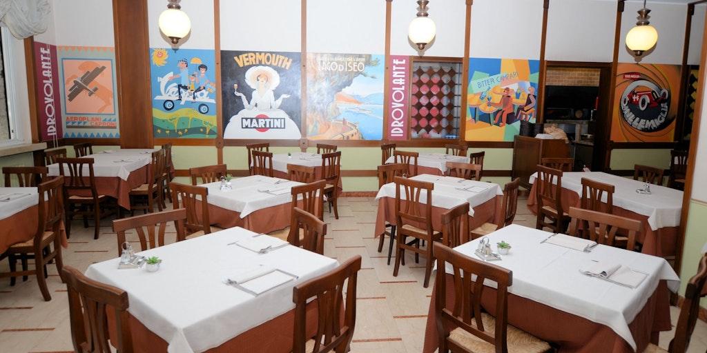 Bei schlechtem Wetter werden die Mahlzeiten im Speisesaal serviert
