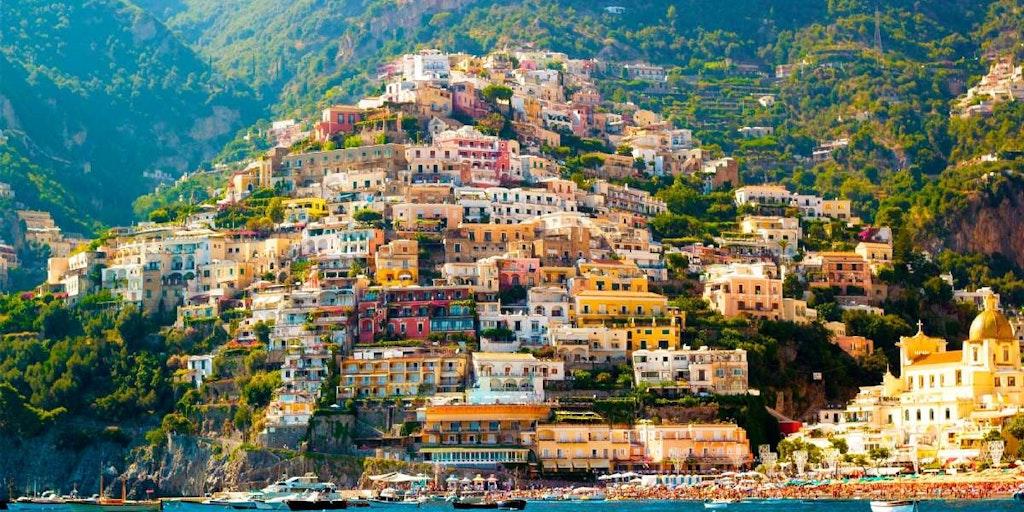 Utflykter på Amalfikusten kan bland annat gå till vackra Positano