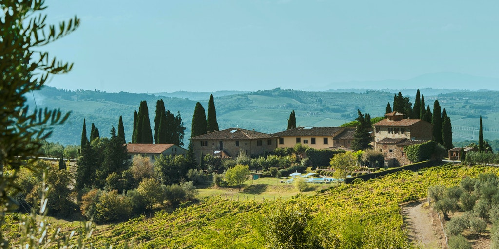 Villa Santo Stefano er en del af Agriturismo Santo Stefano, der er omgivet af vinmarker og et smukt landskab.