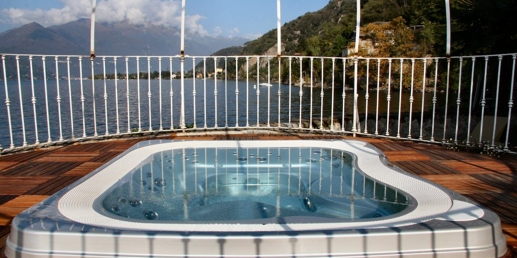Jacuzzi with Lake View