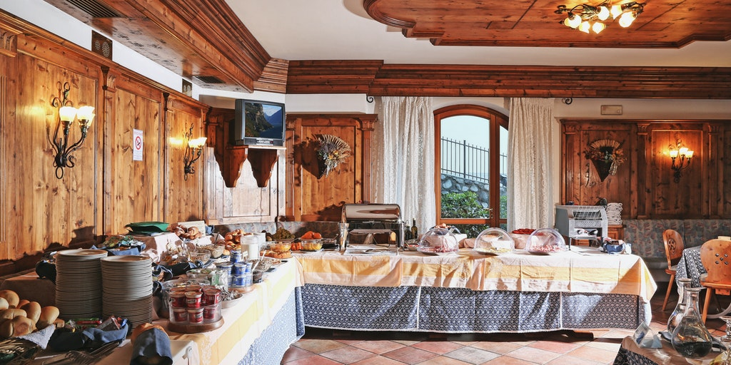 Das reichhaltige Frühstücksbuffet im Garní Tignale