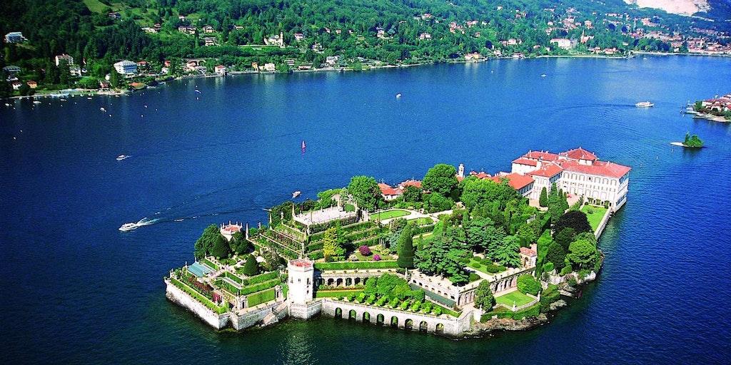 På en rejse til Maggioresøen kan man bl.a. opleve Borromee-øerne.