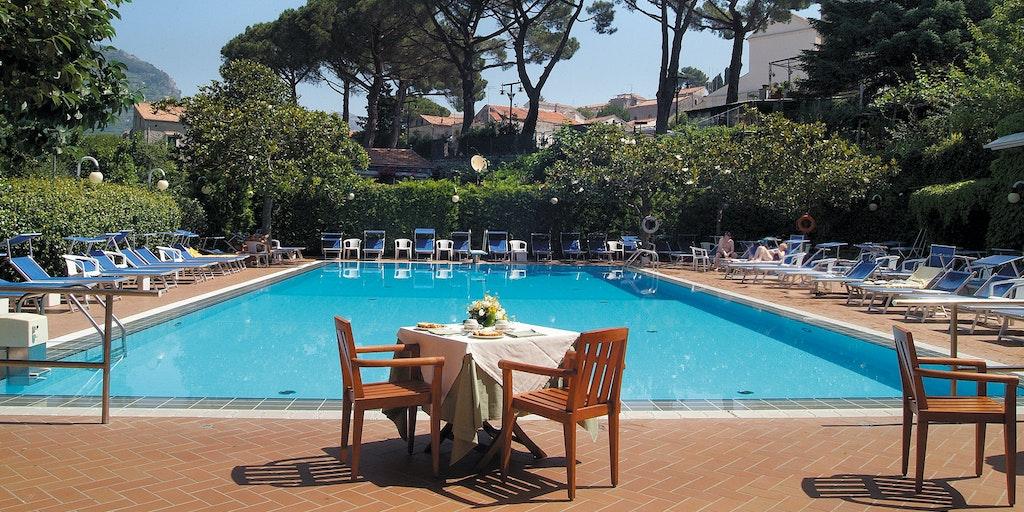 Gæsterne på Villa Maria kan benytte poolen på søsterhotellet Giordano.
