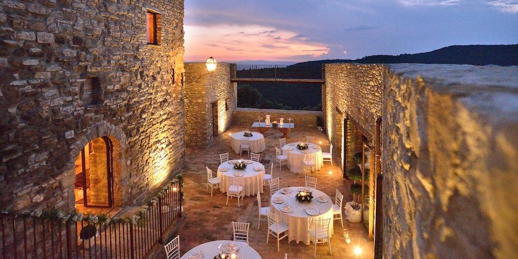 Solnedgång på borgen Sorgnano i närheten