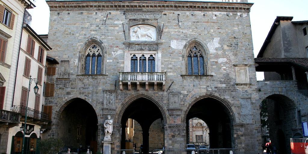 Når du rejser til Bergamo bliver du budt velkommen af et væld af porte og bymure (foto: Wikimedia Commons - Giorces)