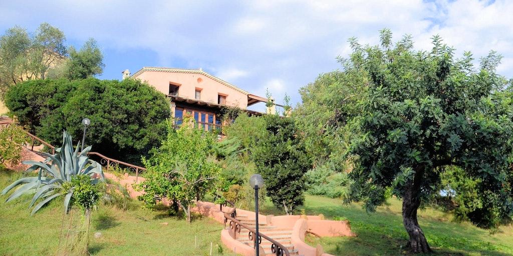Die Treppe vom Parkplatz bis zum Agriturismo I Mandorli