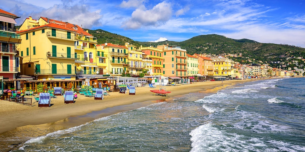Alassio Liguria vacation | Book hotel / apartment here