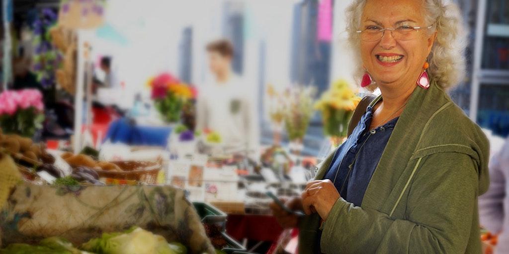 Mariangela køber ind de friske varer på gademarkedet hver dag