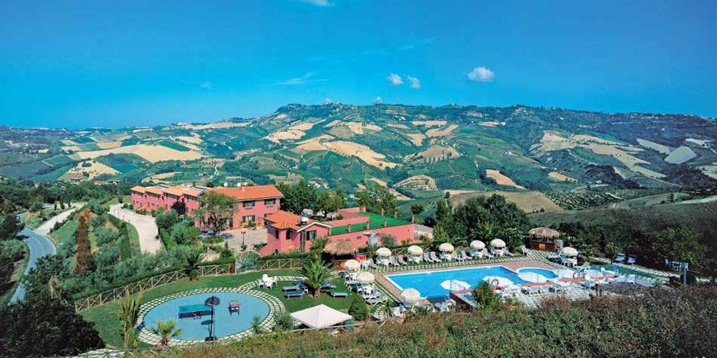 Tag på Agriturismo i Marche med In-Italia. Her Agriturismo I Calanchi i bakkerne over Ripatransone.
