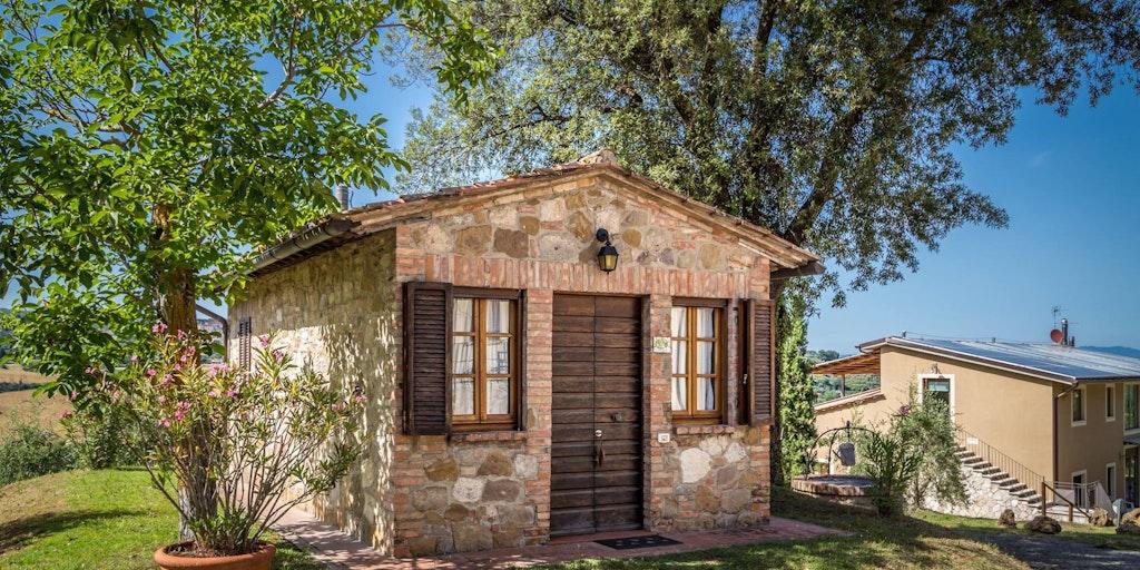 Værelset La Noce ligger i et selvstændigt lille hus.