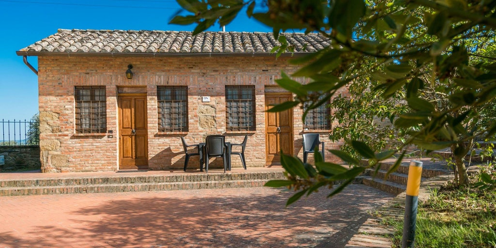 Die Wohnung Glicine liegt in einem unabhängigen kleinen Haus.