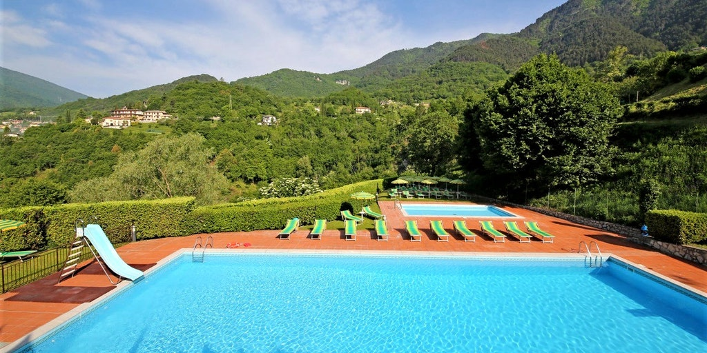 Vue depuis la piscine que vous partagez avec les clients du Terrazze Apollo et du Balconi Casa Gardola