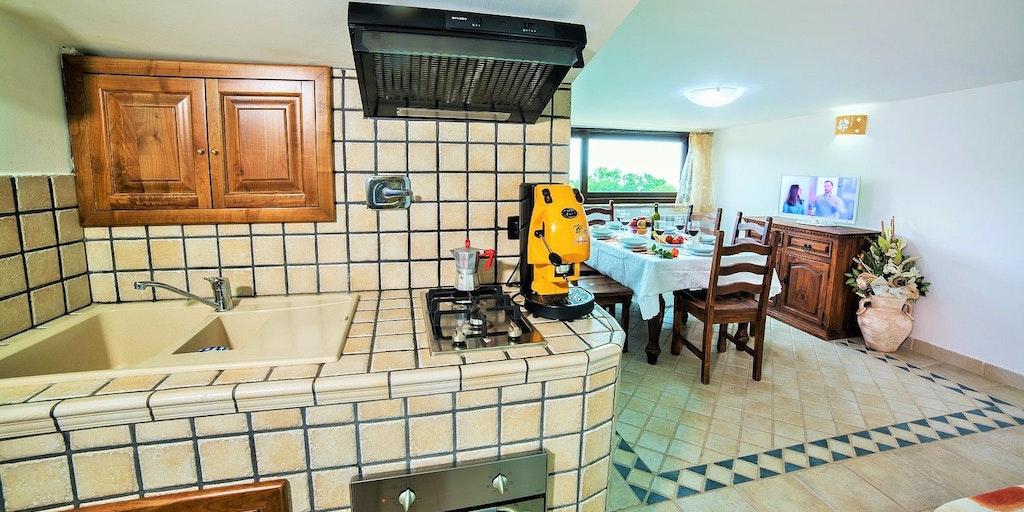 Kjøkken og stue i leiligheten Giglio Giallo