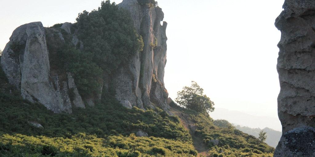 Den imponerende skikkelse af den bønende klippe