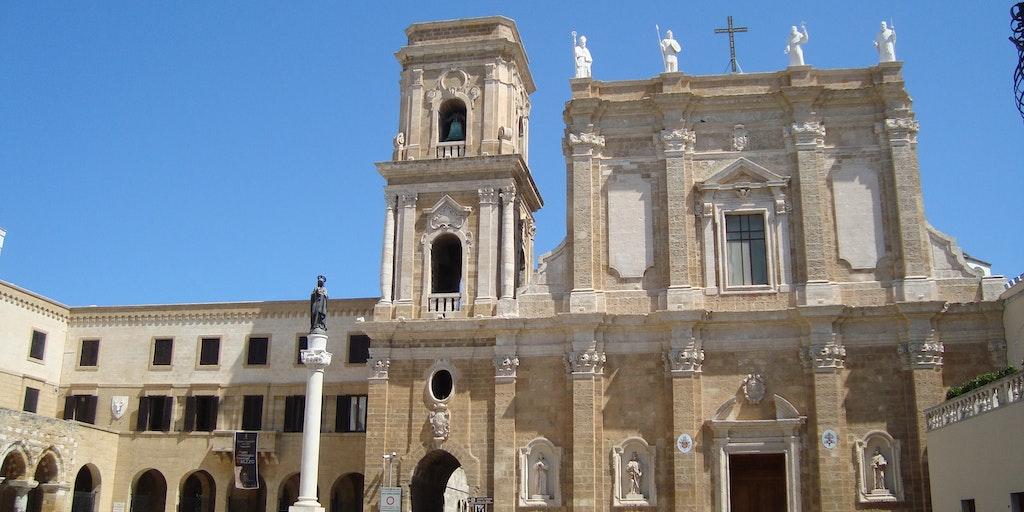 När man reser till Brindisi kan man bland annat njuta av den vackra domkyrkan med tydlig inspiration från andra kulturer runt Medelhavet. (Foto: LPLT / Wikimedia Commons)
