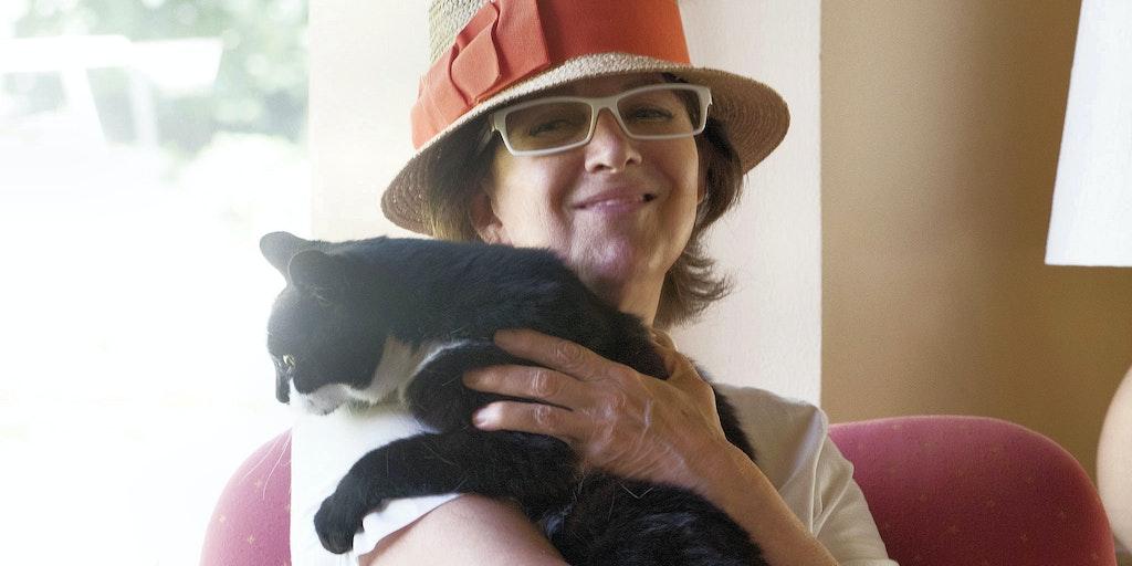 Gabriella med en af hendes katte