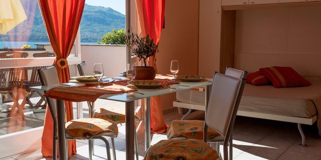 Toværelseslejlighed til 6 personer (med terrasse)