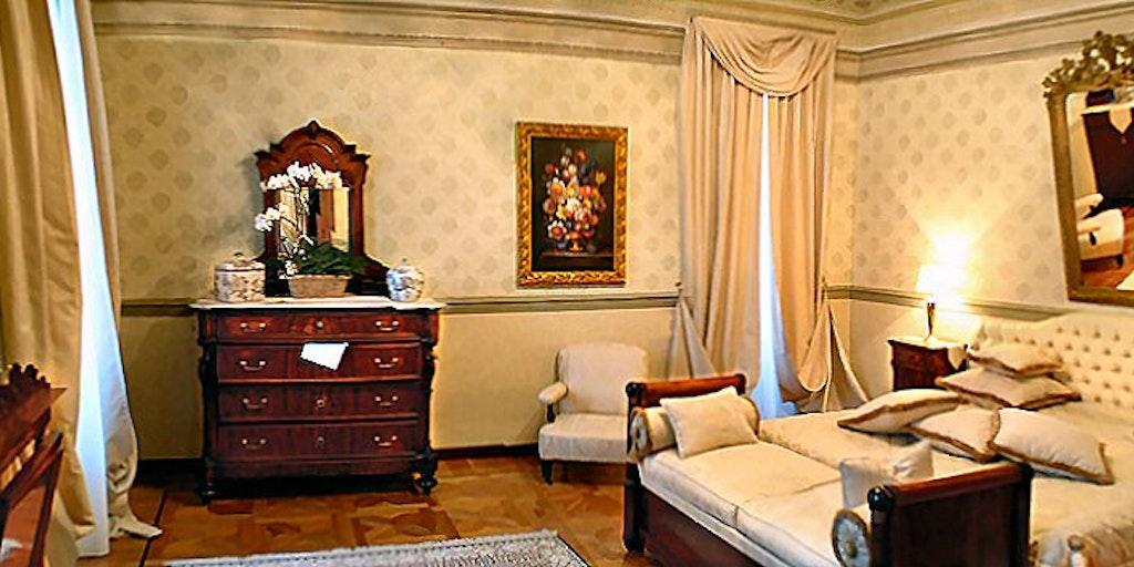 Schlafzimmer der Suite La Romantica