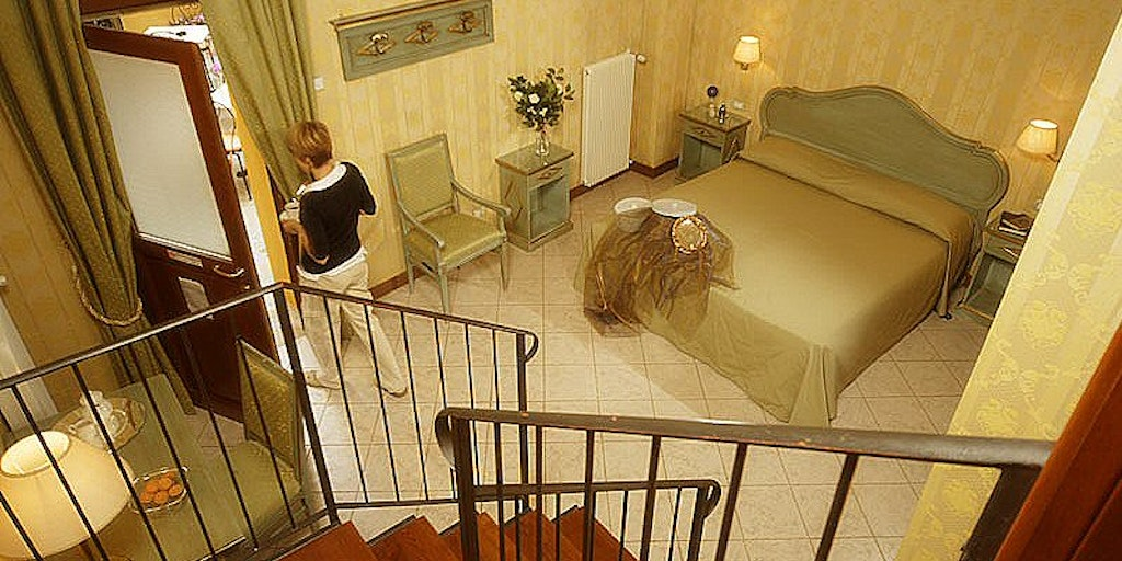 <p>Family room on two floors</p>
